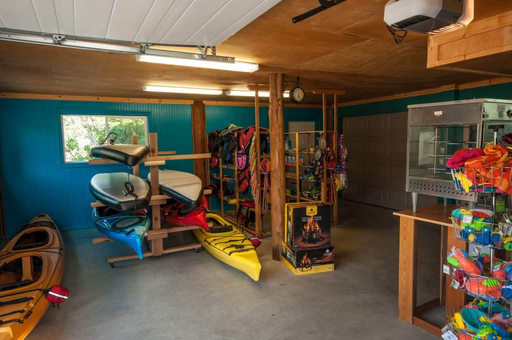 Cottonwood Cove Resort - Amenities Kayak Rental