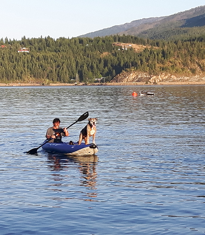 Cottonwood Cove Resort - Shuswap RV Resort Kayak Rental