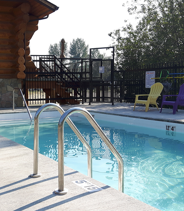 Cottonwood Cove Resort - Shuswap RV Resort Pool HotTub
